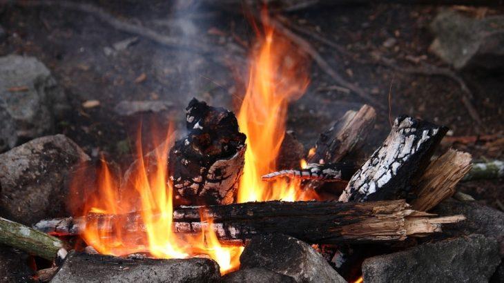 週末はキャンプで焚火で親子体験